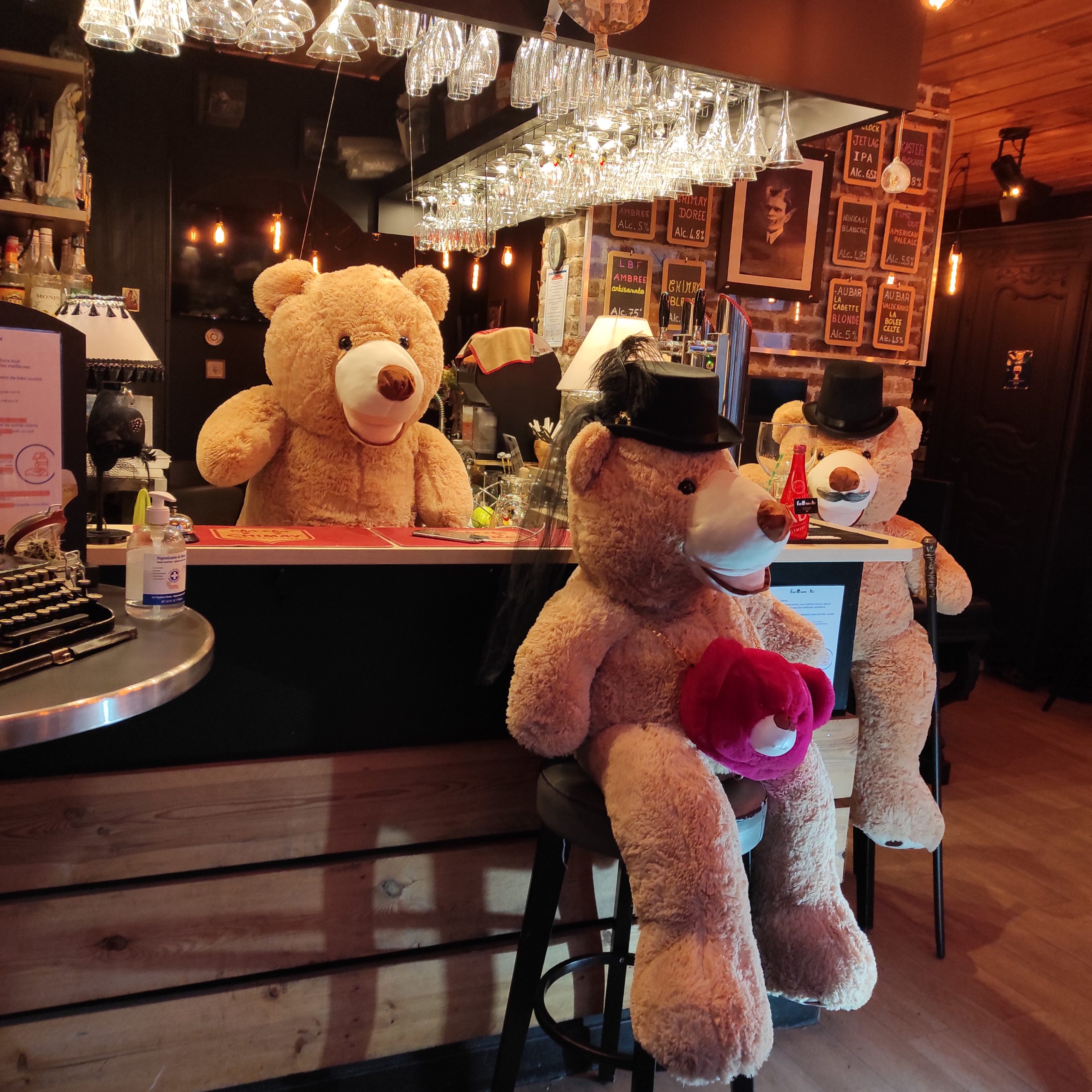 Un bar animé, dans le 18ème qui bouge qui bouge  !